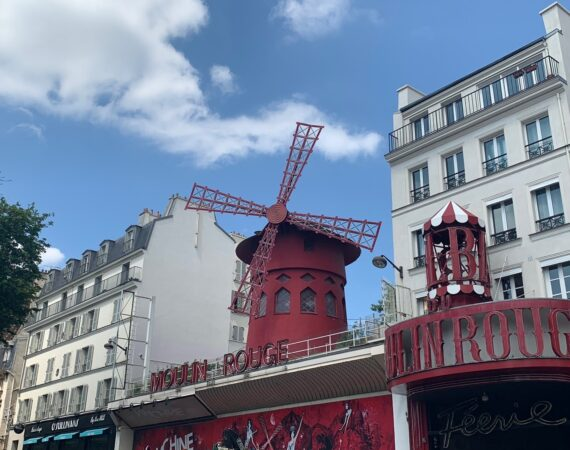 Moulin Rouge daytime picture