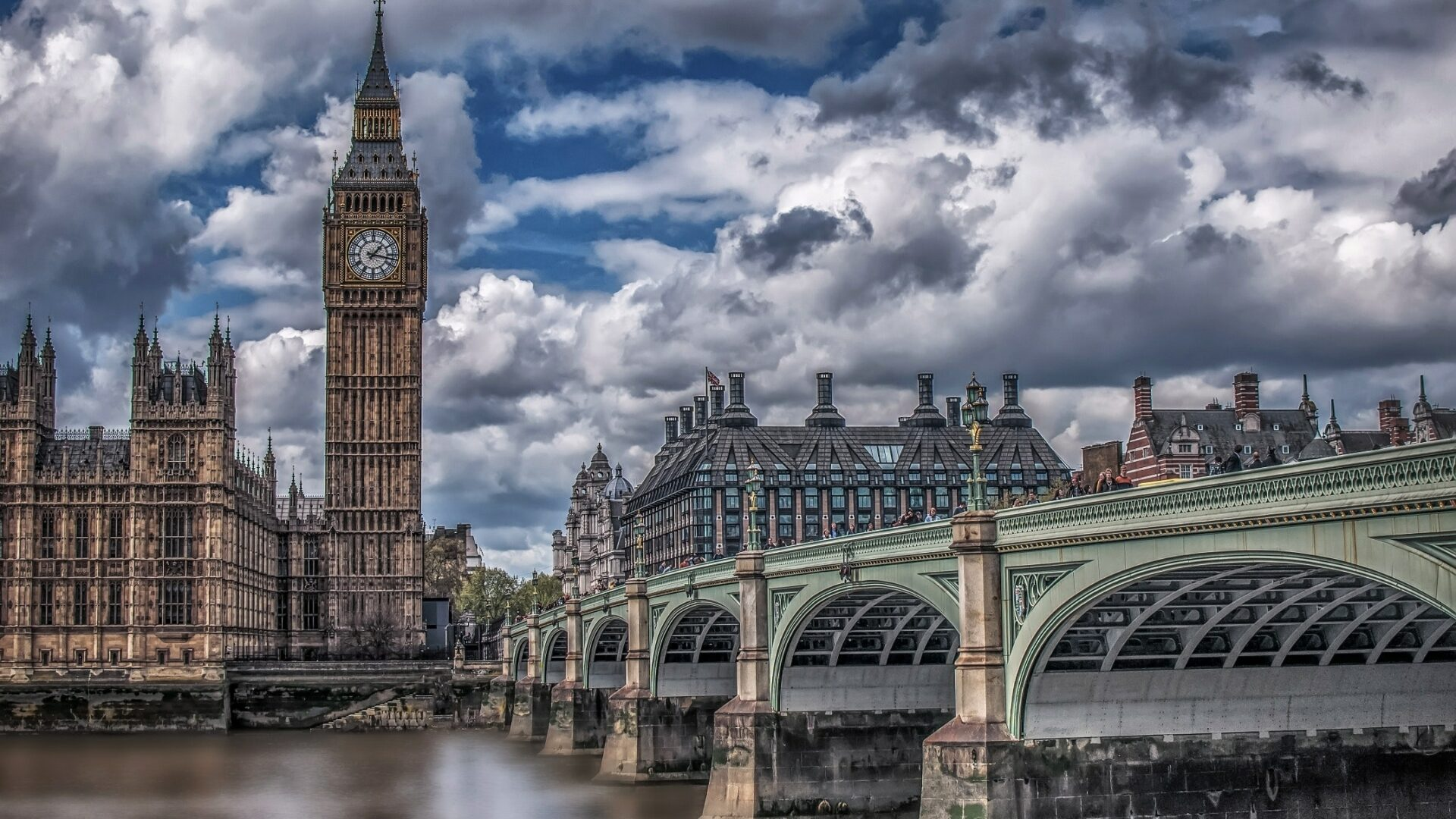 Big ben cloudy day picture
