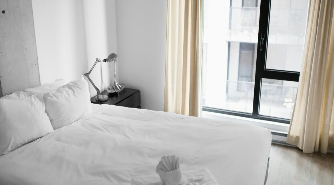 white hotel bed